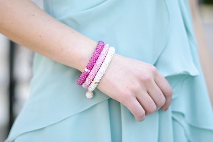 Sal Y Limon crystals! #pursesandi #salylimon #crystals #white #rose #pink #fashionblogger #bangles #bracelets #sparkling #fashiondetails #girl #details www.pursesandi.net