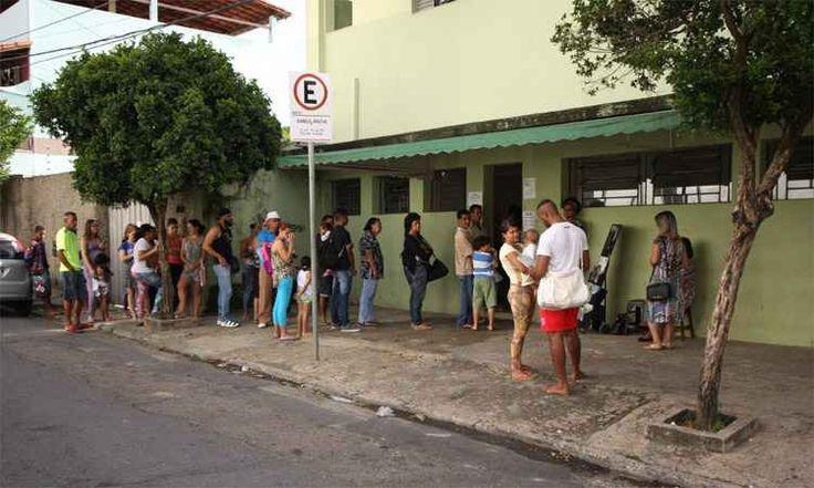 #Moradores de BH amanhecem na fila para vacina contra febre amarela - Estado de Minas: Estado de Minas Moradores de BH amanhecem na fila…