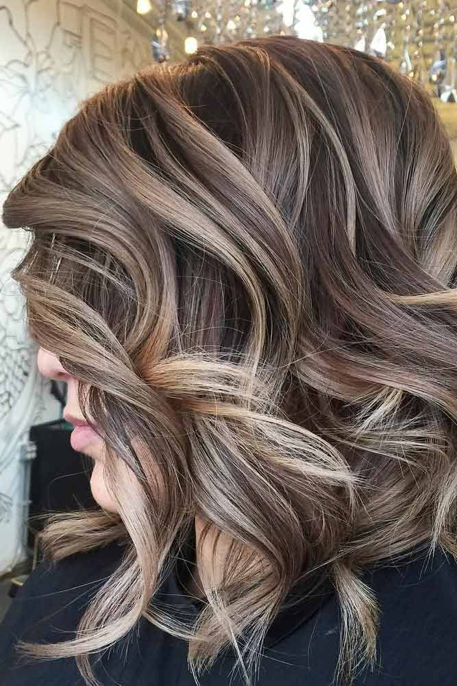 Wavy Bob Haircut with Dark Blonde Hair Color picture2