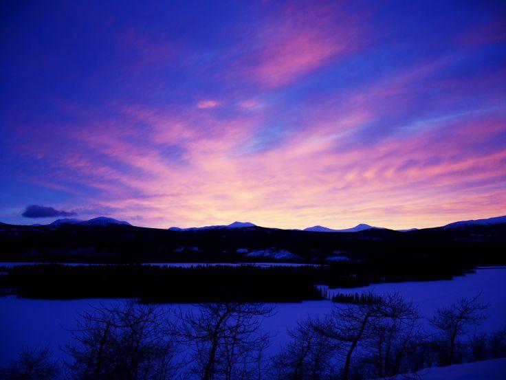 Le coucher de soleil vu de la yourte | Cowley Lakes, Yukon, Canada
