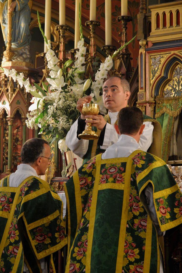 Ecce Agnus Dei, ecce qui tollit peccata mundi. La grand messe du dimanche à Saint-Eugène - Sainte-Cécile (Paris IX)