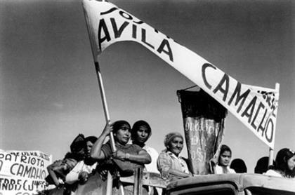 Manuel Avila Camacho llego a la presidencia mexicana al haber ganado las elecciones del 7 de julio de 1940.   Estas elecciones estuvieron rodeadas de cierta inconformidad y duda, ya que, en primera, solo presentaba un oponente, Juan Andrew Almazan, candidato del Partido Revolucionario de Unificacion Nacional, el resultado de las elecciones fue un aplastante 99.3% de los votos (2,476,641) y su contrincante solo un 5.7% de los votos(151,101), la jornada termino en varias muertes.