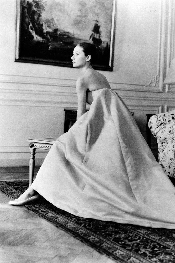 2. Porque pocas mujeres han lucido los diseños de Givenchy como ella.