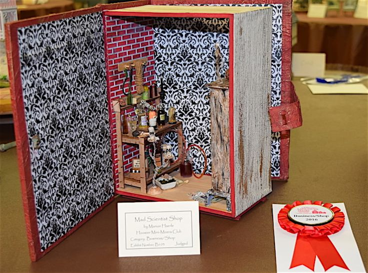 2nd place winner in business/shop category:  Marion Haerle's Mad Scientist Shop.