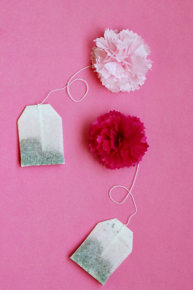 DECORATE A TEA BAG WITH TINY POMS