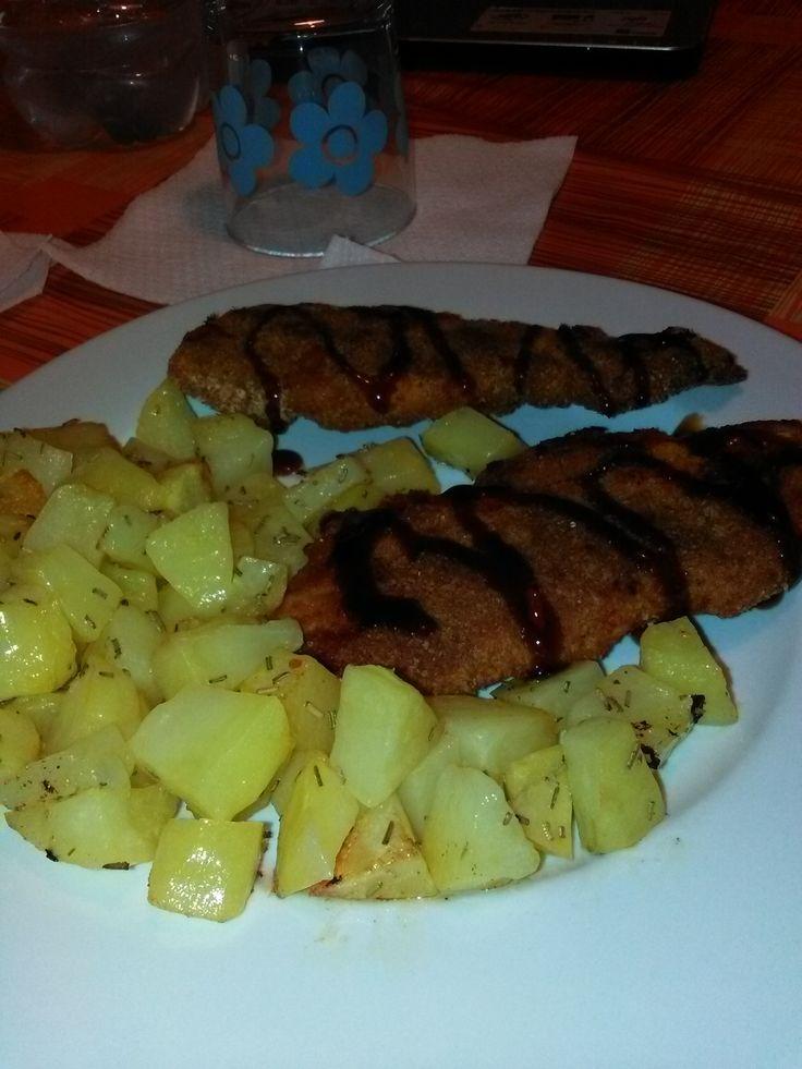 Petto+di+pollo+impanato+e+patate+al+forno+home-made