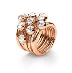 100€ Το επίχρυσο δαχτυλίδι Fireworks παντρεύει ιδανικά το μποέμ look με την πολυτέλεια! Φορέστε το μαζί με το πιο κόκκινο φόρεμά σας και κλέψτε την παράσταση!