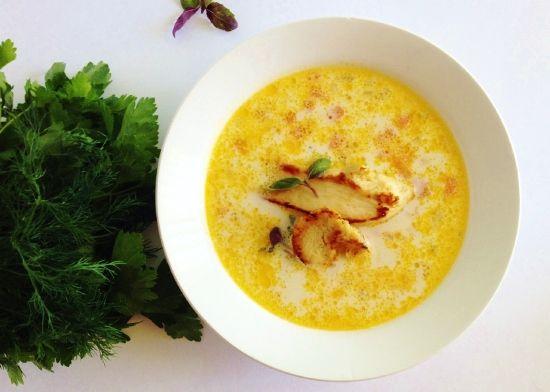 Куриный суп со сливками, рисом и паприкой