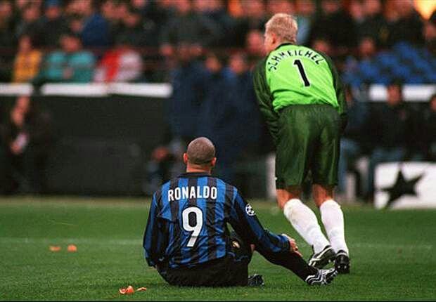 Schmeichel vs Ronaldo