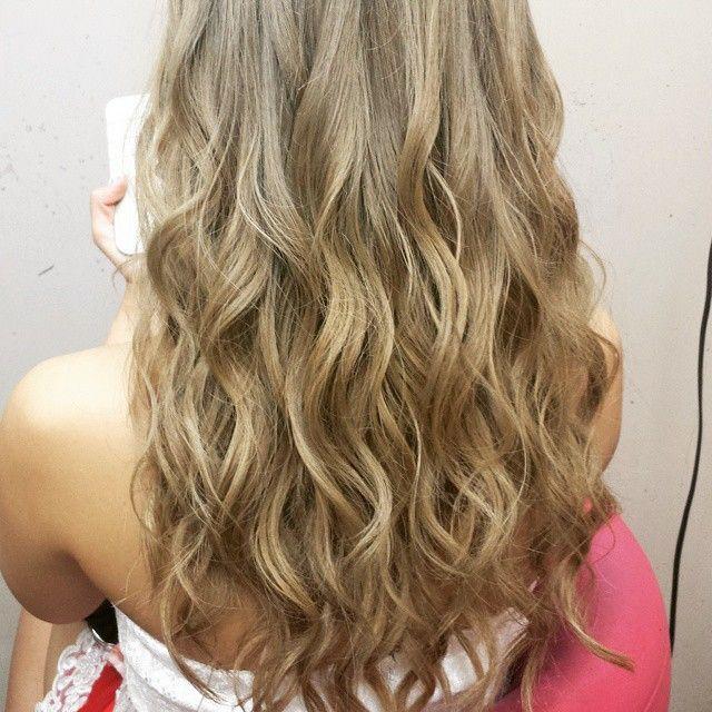 ウェーブスタイル ヘアセット ヘアメイク 美容室 アッシュ ハイトーン わかめ 巻き 巻きおろし セットサロン coco かわいい 髪型 美髪 髪型 ヘア アイディア