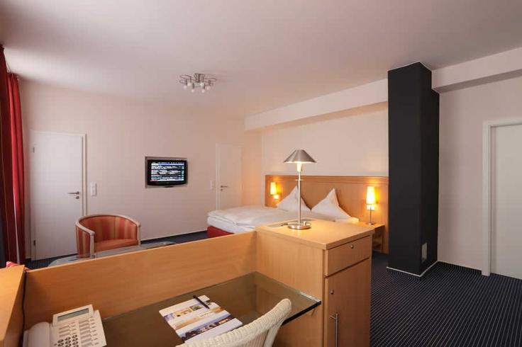 Juniorsuite Cityhotel Thüringer Hof Hannover  Osterstraße 37    Tel.: 0511 / 3606 0    Fax: 0511 / 3606 277    E-Mail: reservierung@thueringerhof.de  www.thueringerhof.de