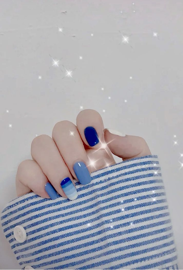 Navy Blue Square Ombre Nails Design For Summer Seasons In 2020 Blue Ombre Nails Ombre Nail Designs Cute Short Nails