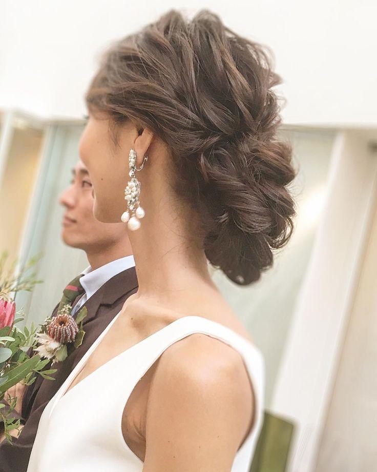 WEDDINGHAIR ウェディングヘア 低めシニヨン #wedding #hairstyles #ウェディング #ヘアスタイル #bridalhair #ヘアアレンジ #hairarrange #bride #updo #hairdo #hairmake ✳︎✳︎ . お天気は☂️ですが… . そんな天気を吹き飛ばすかのように . 本日のパーティーも盛り上がってます . 縦に長く作ったエレガントなスタイル! . . #プレ花嫁#ヘアアレンジ #花嫁髪型 #ヘアスタイル#花嫁髪型 #結婚式髪型#まとめ髪