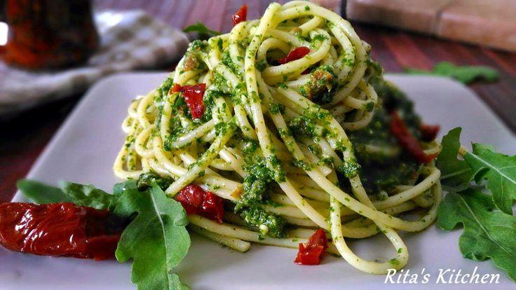 Spaghetti al pesto di rucola e pomodori secchi