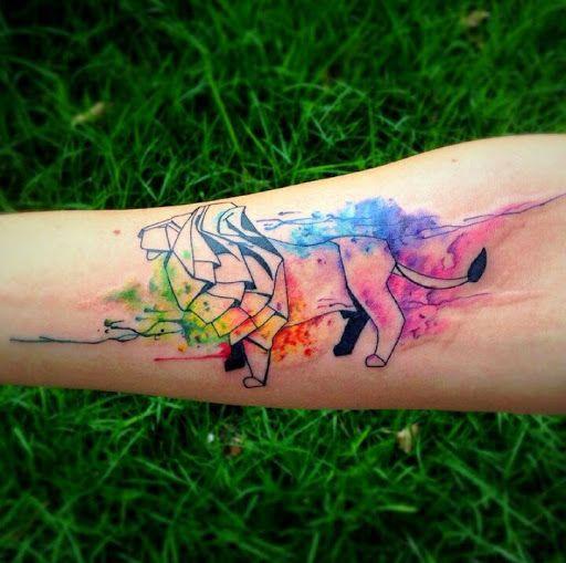 1000 id es sur le th me tatouage de lionne sur pinterest tatouage lion tatouages et designs. Black Bedroom Furniture Sets. Home Design Ideas