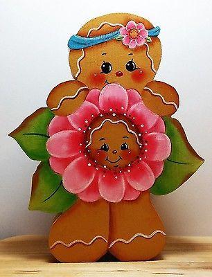 Estante-pintado-a-mano-Sitter-Jengibre-chica-sosteniendo-una-flor-rosa-con-una-cara-de-jengibre
