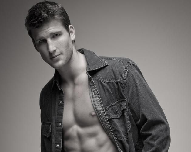 He's the best character on the show! ---- Meet #ABC sitcom #Suburgatory's Parker Young