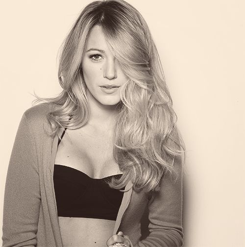 Love Blake Lively. Always looks so stylish. Great hair & as seen here, always great decolletage, lol. She still keeps it classy.