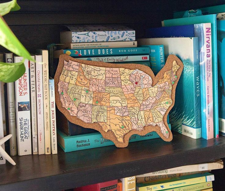 Learn how to make your own corkboard map with Fiskars! Our detail knives make…