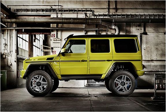 Meet the new off road member of the Mercedes-Benz family, the spectacular Mercedes-Benz G 500 4×4², baby brother to the monstrous G63 AMG 6X6. The smaller version uses the same portal axles as the 6x6, minus one axle, and always reaches the highest o
