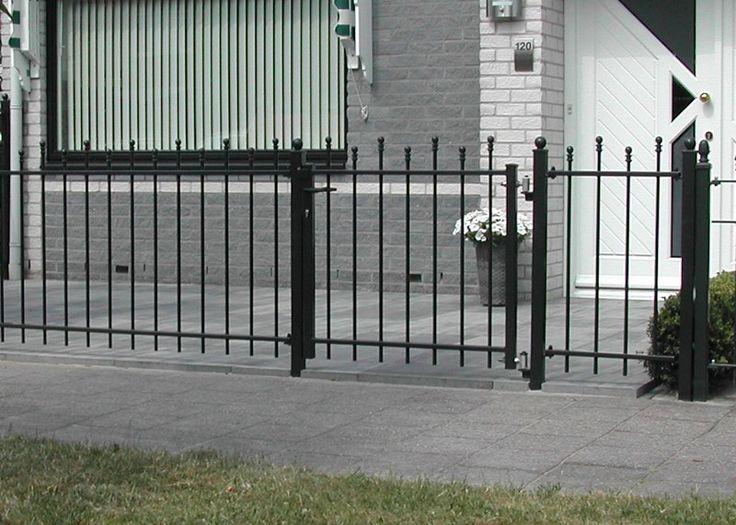 Looppoorten Twiske (10). Looppoort, poort van metaal maatwerk. De poort is vaak een aanvulling op het sierhekwerk in de voortuin, tuin.
