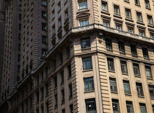 Projeto resgata as memórias arquitetônicas de prédios em São Paulo. O Edifício Martinelli, localizado na Rua São Bento, foi construído pelo imigrante italiano Giuseppe Martinelli