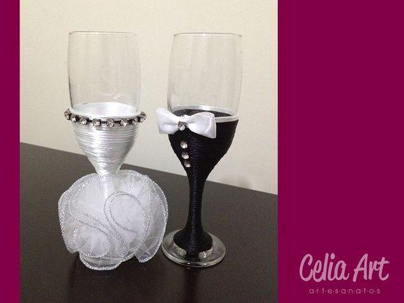 Par de taças decoradas com o traje dos noivos + caixa decorada de madeira personalizada.