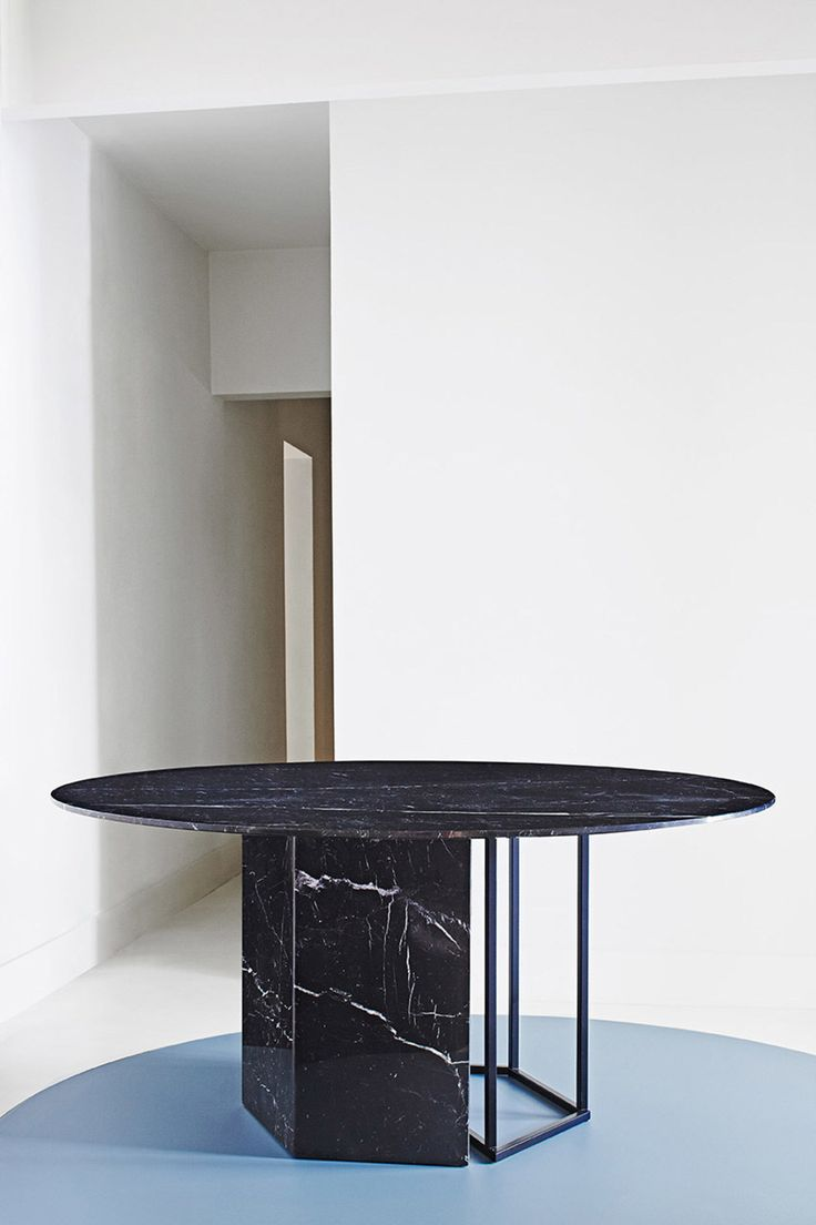 Plinto sleek interplay of shapes in design unique for Sleek dining room tables