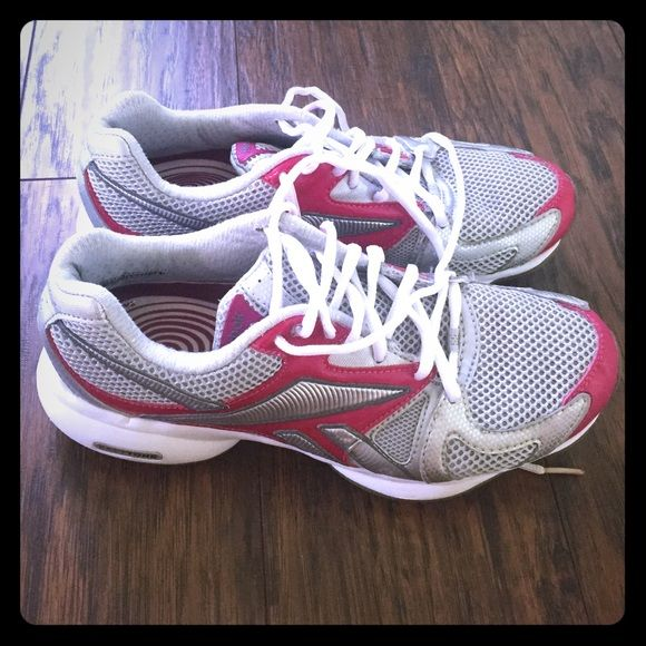 Size 7 Reebok easy tone shoes pink and grey