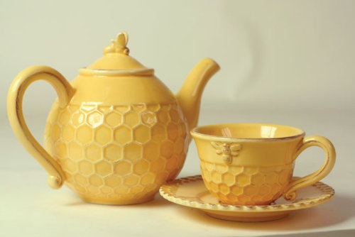 honey bee tea pot and cup! can't decide if this should be in home or wedding section                                                                                                                                                     More