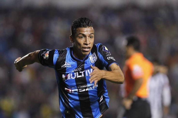 A CHIVAS LE INTERESAN JUGADORES DE GALLOS BLANCOS Tres serían los jugadores de Querétaro que se encuentran en la mira del Rebaño Sagrado como posibles refuerzos para el Apertura 2016. Giovani Hernández entraría en las negociaciones.
