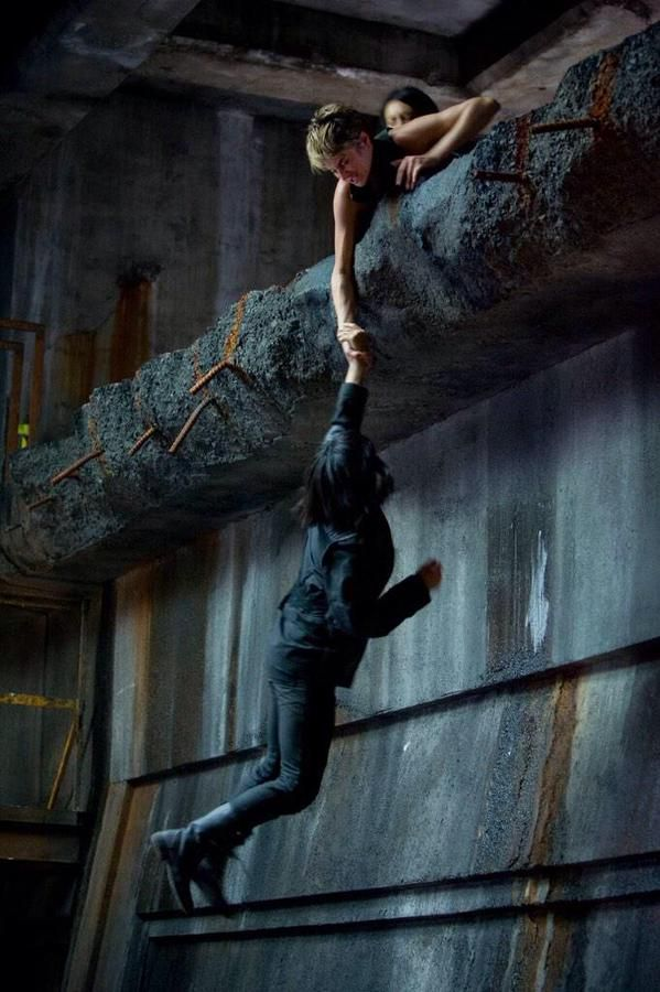 An amazingly choreographed scene, I could feel everything Tris did.