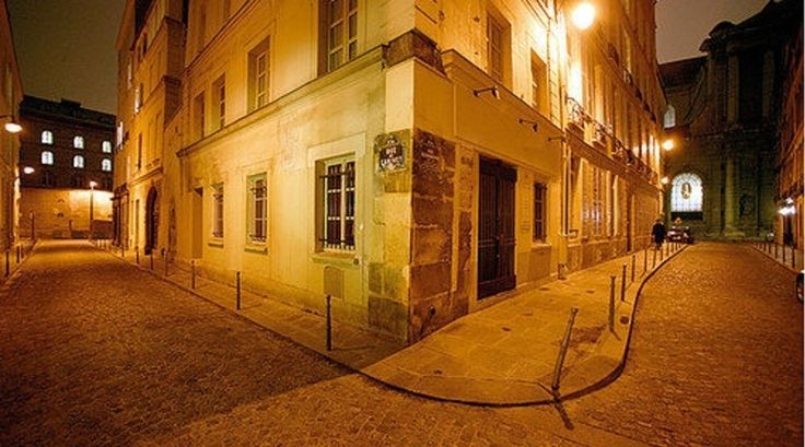 Straatje 's nachts in Saint German des Prés - Bekijk meer foto's op www.reiskrantreporter.nl/reports/3595