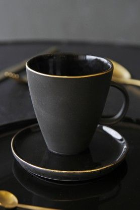 Glossy Noir Mug With Gold Rim
