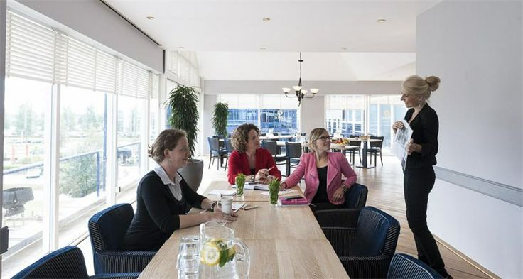 Aan de rijksweg A4 ligt #Vergadercentrum #LaPlace de Brug. Ideale locatie om met collega's te vergaderen onder het genot van een kopje koffiie!