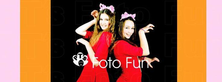 Teen´s Retro Cat style portrait of 2 cool girls