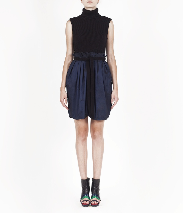 http://www.amayaarzuaga.com/amaya-eshop/productos/ficha/vestidos/424/