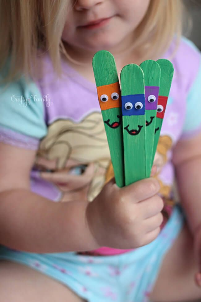 Awesome Ninja Turtles craft for kids to make with craft sticks. Love these!