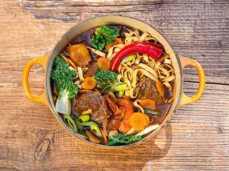 Taiwanesische Beef-Noodle-Soup - NIU ROU MIAN - Zu finden auf: https://asiastreetfood.com/rezepte/taiwanesische-beef-noodle-soup/