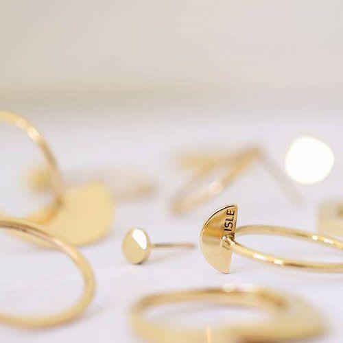 Dreamy ☁️ Oh I love circles, in all forms. . . . #ISLEjewellery #quietlyconfident #finejewellery #goldrings #Irishdesign #beautyinsimplicity #lessismore #simpleluxury #solidgold #minimaljewellery #finejewelry #wintersun #softlight