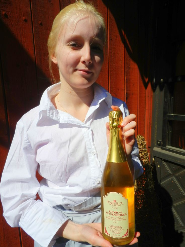 At restaurant Wanha Laamanni Linda will welcome you with the starters drink which is a fresh, non-alcoholic sparkling Kuusenkerkkä (spruce drink). www.visitporvoo.fi