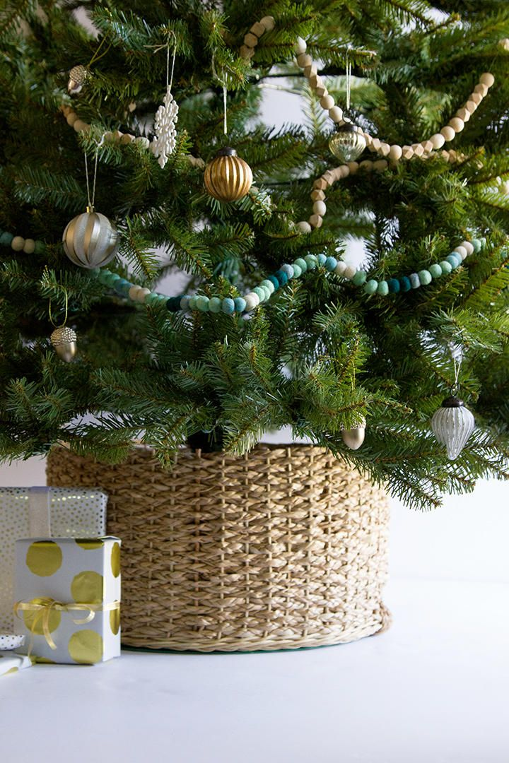 Transform A Plain Basket Into This Gorgeous Christmas Tree Collar Diy Christmas Tree Christmas Tree In Basket Christmas Decorations Rustic