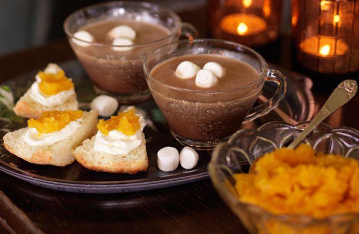 """Glöggmarinerad aprikossylt. Årets enklaste recept? Blixtsnabbt har du en kryddigt söt """"färsk"""" sylt som är lika god till rostat bröd eller en bit ost."""