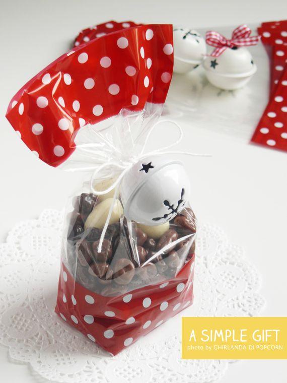 polka dots glassine bags for a simple xmas gift {Ghirlanda di Popcorn}