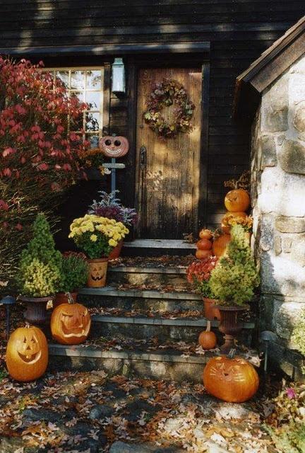 Beautiful Jack-o-lanterns going to door.
