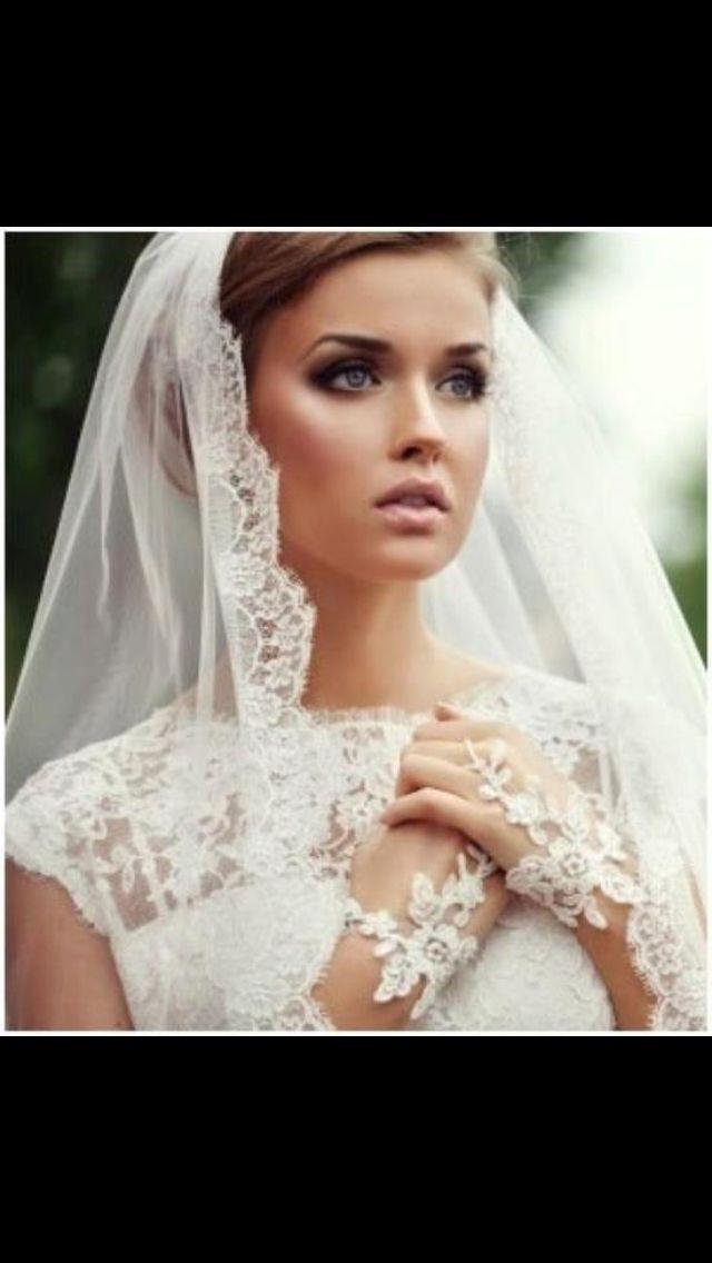 Beautiful bridal makeup, very soft with a  subtle smokey eye