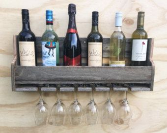 Hanging wine rack di FeatherlySigns su Etsy