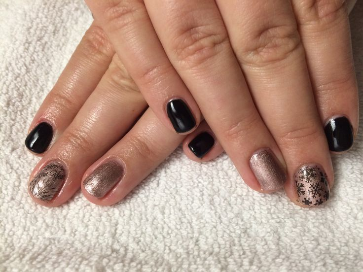 Black pool, winter, shellac