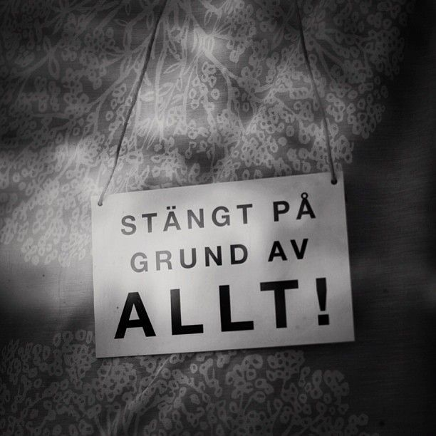 """Closed Sign for a Shop, a Door or a Window: """"Stängt på grund av ALLT!"""" - """"Closed because of EVERYTHING!"""""""