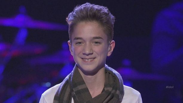 "Daniel Seaveys performed his version of ""I'm Your"" by Jason Mraz on American Idol Season 14 Top 12 Guys performance night on Wednesday, February 25, 2015."